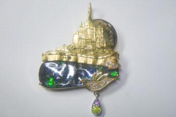 オパールお城のブローチ