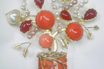 サンゴ花かごブローチ