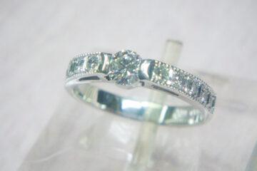 ダイヤモンドみる打ちリング